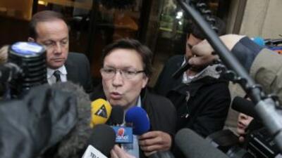 El colegiado Alexandre Castro fue empujado por Leonardo al término del e...