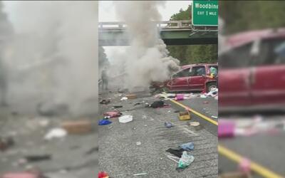Captan en video el rescate de un hombre tras un accidente automovilístico