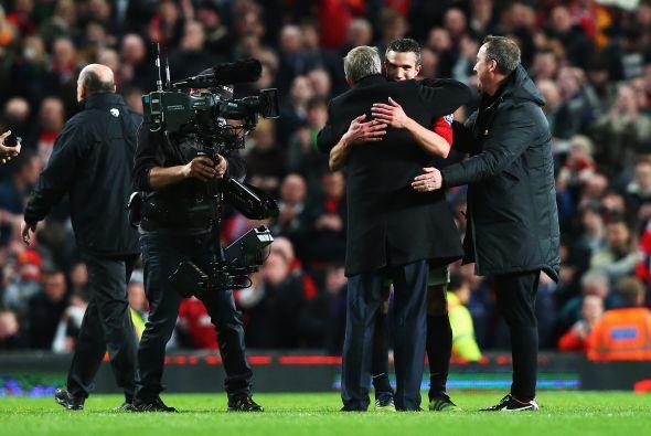 Ferguson fue a abrazar a Van Persie, un jugador que al fin obtiene el tí...