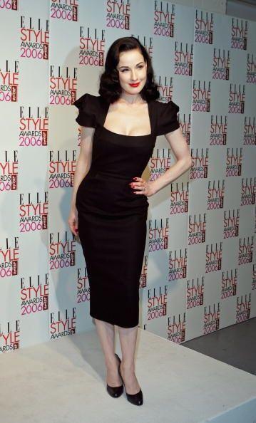 Dita Von Teese al igual que muchas famosas sabe que un 'look' formal sen...
