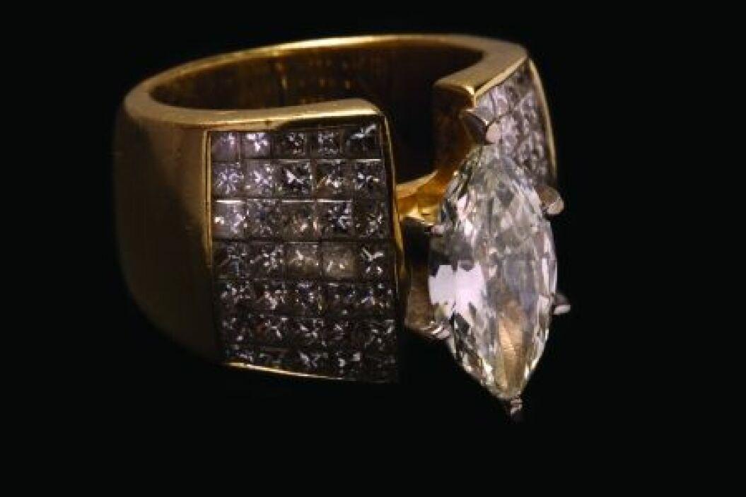 Anillo, estilo conservador, de diseño especial, en oro amarillo de 18 k,...