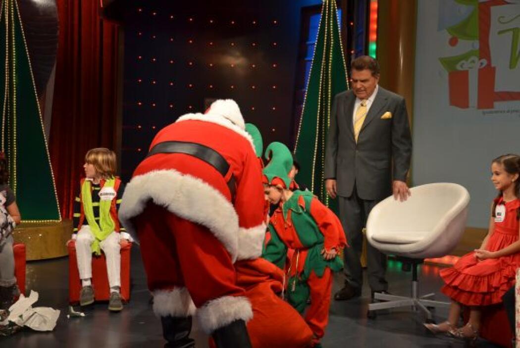 La sorpresa para todos fue así, gigante y no dudaron en abrir sus regalo...