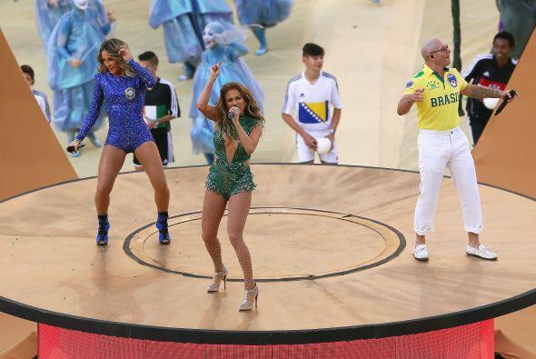 Detrás de ella aparecieron JLo y Pitbull.Todo sobre el Mundial de Brasil...