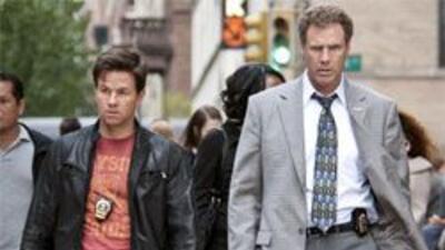 Los protagonistas, Allen Gamble (Will Ferrell) y Terry Hoitz (Mark Wahlb...