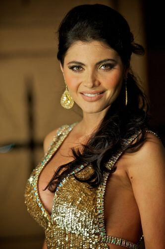 ¡Se dan cuenta que es una digna representante de la belleza latina!
