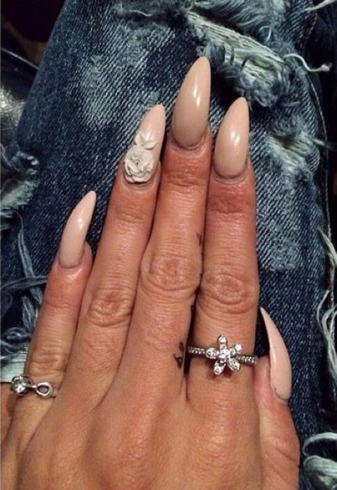 ¡Flash, flash! ¿Qué opinan del manicure de Vanessa Hudgens?
