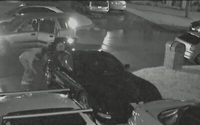 La policía de Arlington busca a sospechosos de ponchar llantas de varios...
