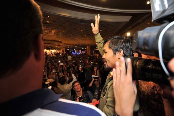 Manny Pacquiao y Timothy Bradley llegaron a Las Vegas para su combate de...