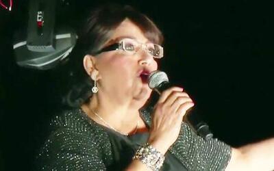 Doña Rosa, entre nervios y críticas, debutó como cantante en California