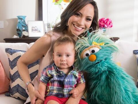 Baby Bruce, el bebé de nuestra Satcha Pretto, conoció a Rosita, de Sesam...