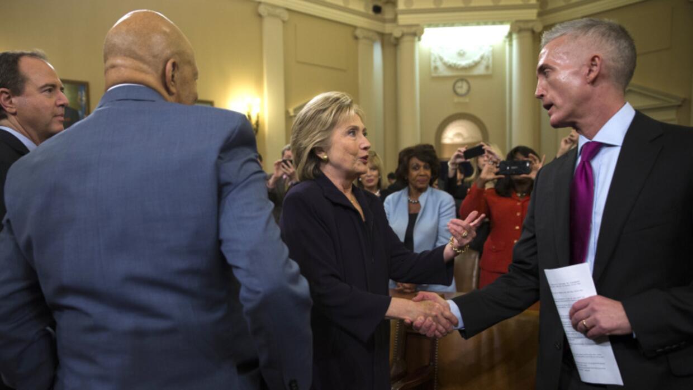 Clinton saluda a Trey Gowdy, presidente de la comisión de Bengasi