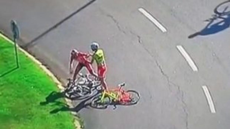 El ciclista español Vicente García y el danés Asbjorn Kragh portagonizar...
