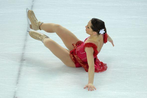 La italiana Nicole Della Monica sufrió un percance junto con el italiano...