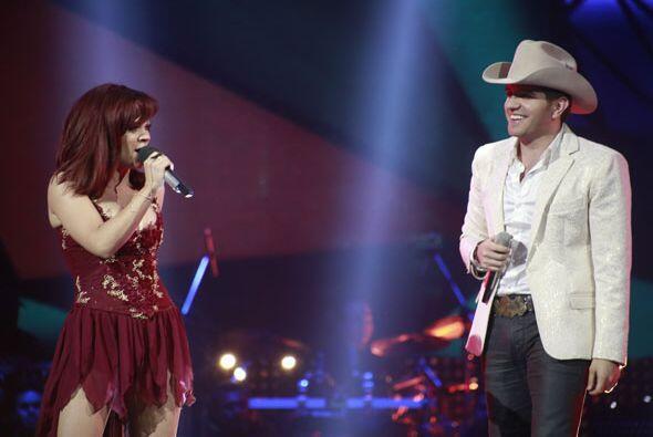 El par también ofreció un excelente número musical.