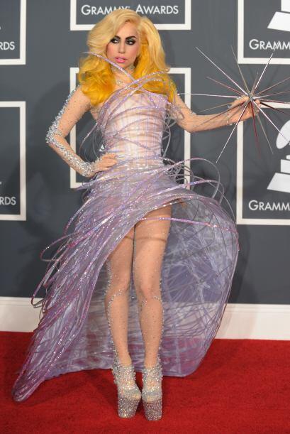 No sólo la idea de parecer árbol de Navidad de Lady GaGa es terrible, el...
