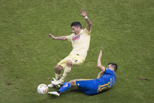 18; Francisco Torres: El defensa lateral no se vio durante el partido, e...