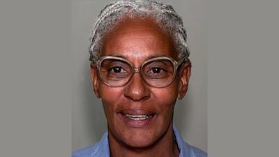 Cheryl Cheatham, de 63 años, se encuentra detenida sin derecho a...