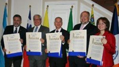 Bloomberg entrego reconocimientos a Consules de cinco paises hispanos. 7...