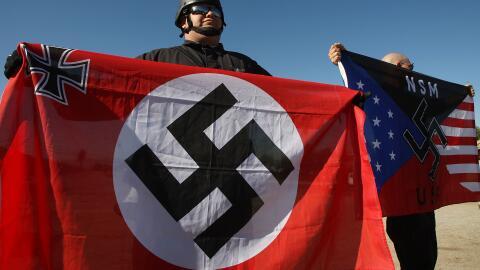 Simpatizantes de la ideología neo-nazi en una protesta en el sur...