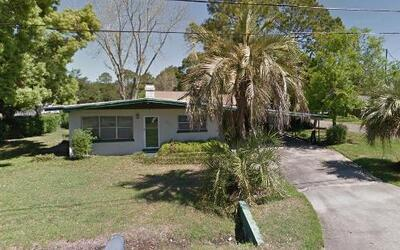 Residencia donde encontraron a la mujer viviendo con el cadáver de su no...