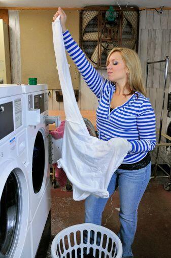 Un súper 'tip' ¡es lavar la ropa por el revés!  As&i...