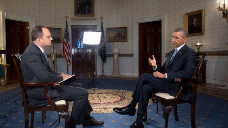 El conductor de Noticicias 34, León Krauze, entrevista al presidente de...