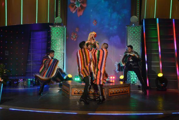 La mexícanísima Acelyn interpreta 'Toro relajo', una canción que muestra...