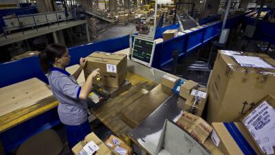 Mujer latina trabajando