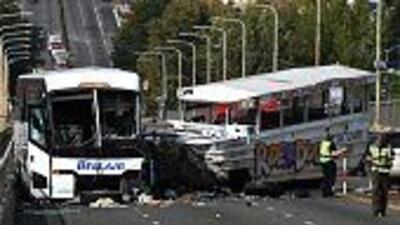 Un bus turístico chocó contra otro escolar en Seattle