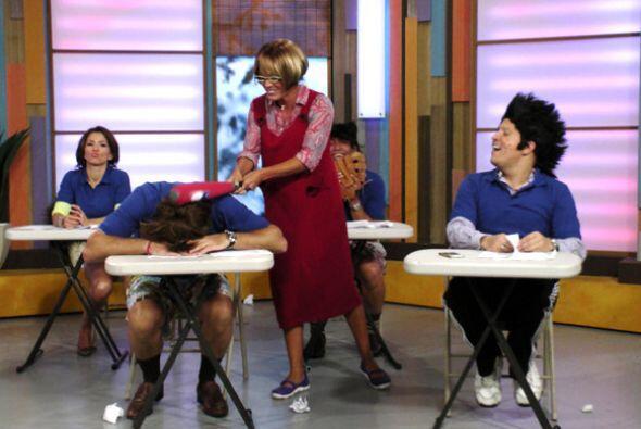 La maestra Karla es muy paciente pero Alancito se pasa.