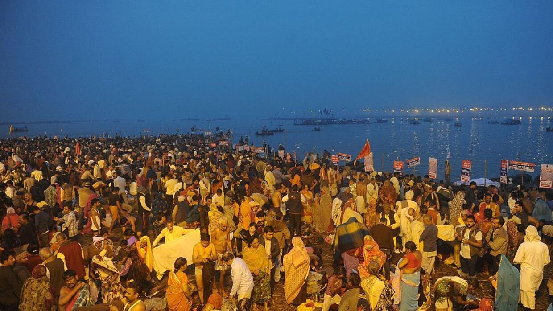 Festival religioso en las orillas del río Ganges.