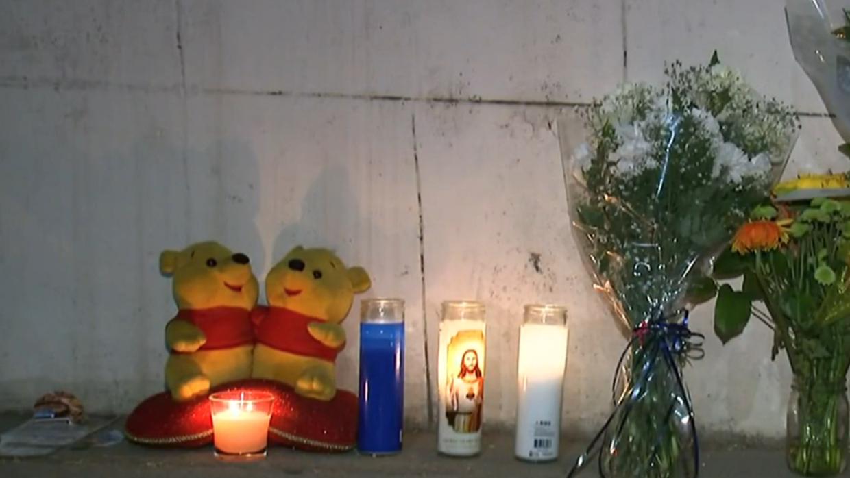 Altar afuera de la casa de Echo Park donde murió el niño Y...
