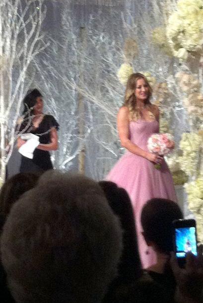 Lució un hermoso vestido rosa. Mira aquí los videos m&aacu...