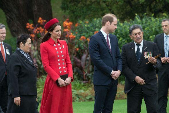 Kate tuvo que dejar a George unos instantes. Mira aquí los videos...