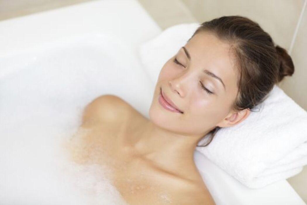 Quizá no puedas preparar una ducha con velas y masaje, pero relajar tu c...