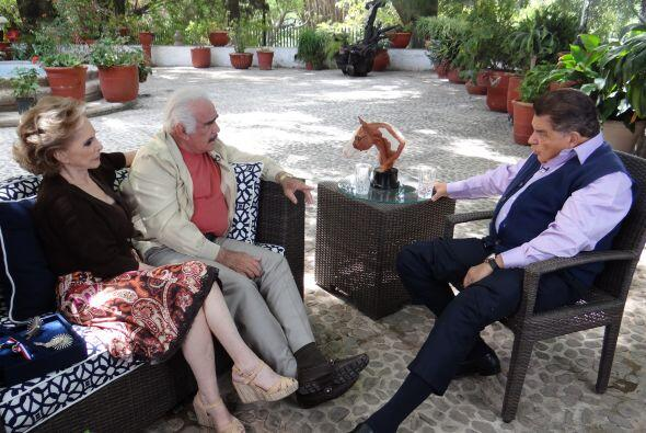 El famoso 'Charro de Huentitán', junto a su esposa 'Cuquita', platicaron...