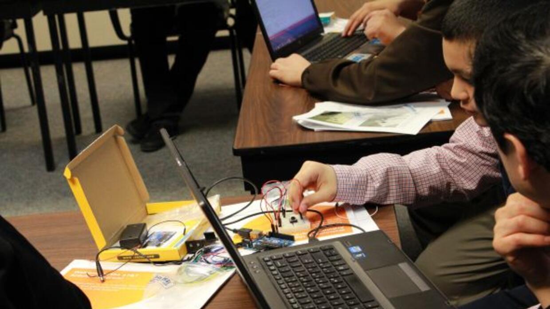 HACEMOS, el grupo de empleados Hispanos de AT&T son quienes organizan es...