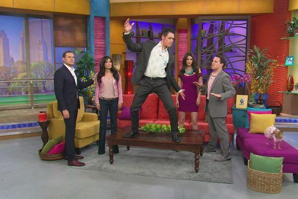 """Los presentadores del show demostraron su talento para bailar """"Harlem Sh..."""