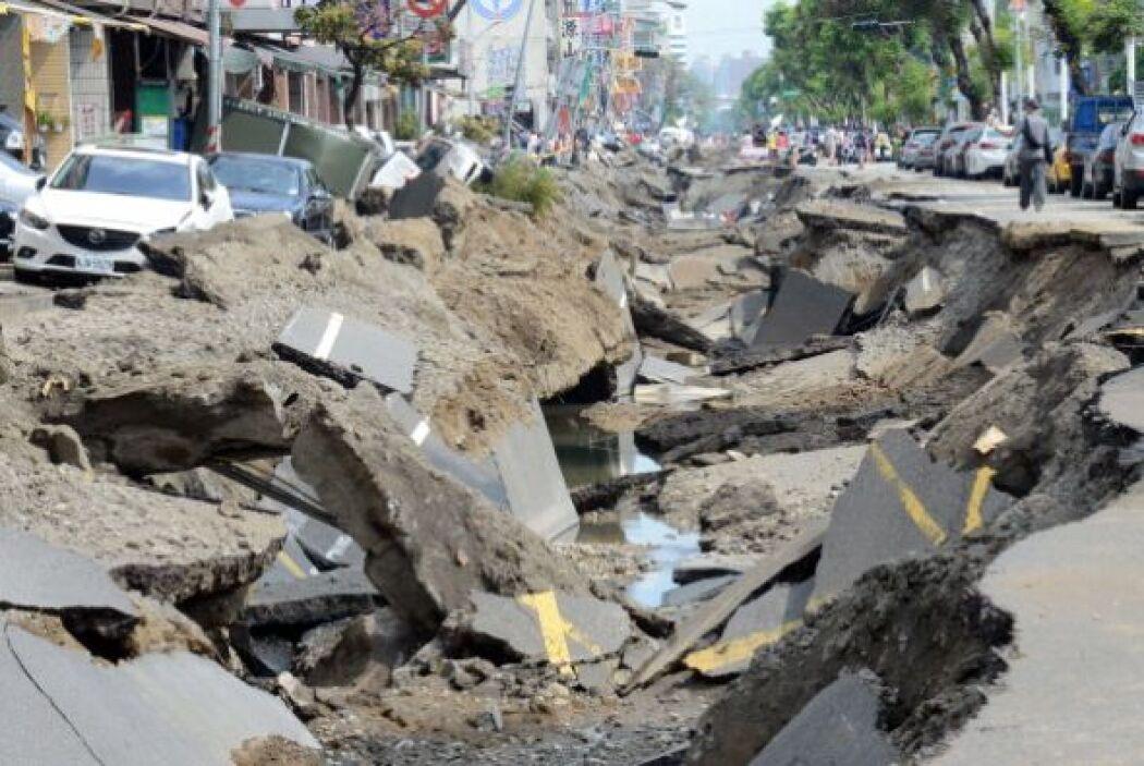 Las explosiones fueron tan fuertes que lanzaron vehículos y concreto al...