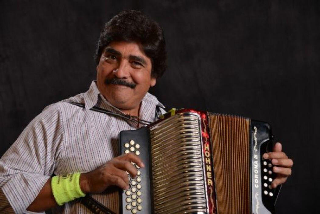 Otro rey del acordeón, pero éste en el mundo del vallenato, Celso Piña,...