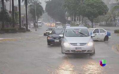 Huracán Raymond azota costas de Guerrero