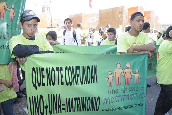 Afuera del palacio de Gobierno del Distrito Federal se manifestaban los...