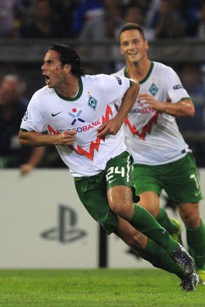 Claudio Pizarro es el líder del Bremen y un referente del gol. Pese a ya...