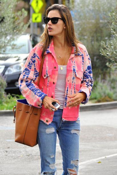 Para no lucir siempre 'igual', Alessandra varía las capas superiores, en...