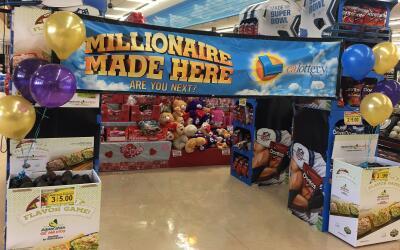 Letrero instalado en el supermercado Cardenas Market en Hesperia tras ve...