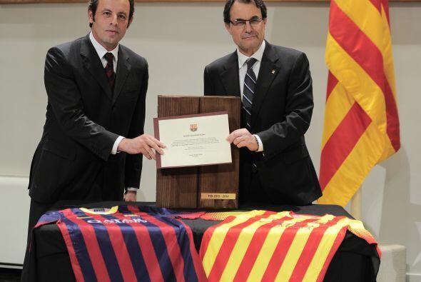 Artur Mas, presidente de Cataluña, y Sandro Rosell, del barcelona...