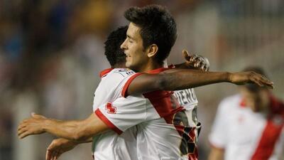 El atacante español hizp un doblete para que el Rayo remontara al Granada.