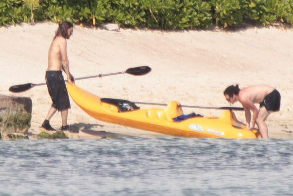 Jared se fue a practicar kayak. Mira aquí los videos más c...