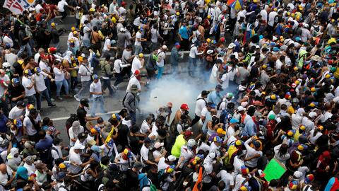 La marcha opositora de este 19 de abril fue repelida por la Guardia Naci...