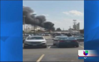 Impactante incendio en deshuesadero de Evanston